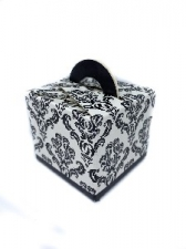 GIFT BOX DAMASK WITH HANDLE BLACK 8s